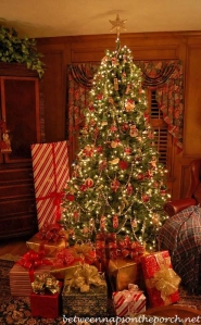 Tree-Decorated-for-Christmas-with-Presents_wm